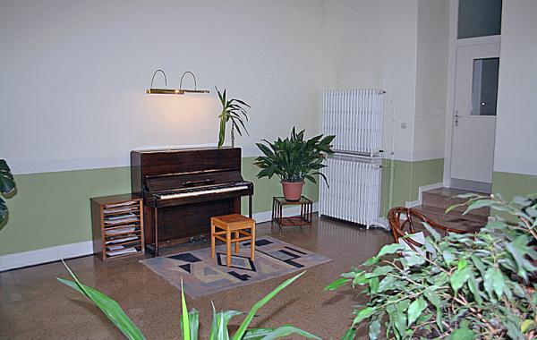 Hall piano